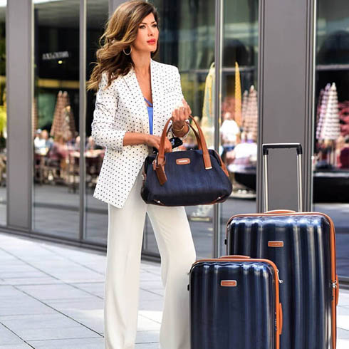 Discover our Lite-Cube DLX and Lite DLX collection on samsonite.com